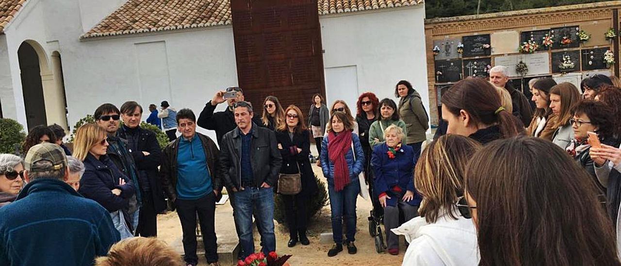 Familiares de la fosa 63 de Paterna homenajeando a sus ascendientes fusilados | A.V.F.