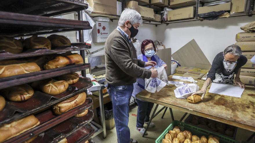 Martes de Campo: La tradición que une a vecinos y trabajadores de un céntrico obrador ovetense