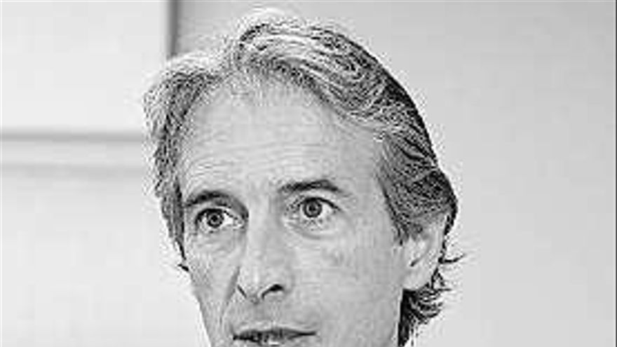 El exministro De la Serna, que apoyó a Santamaría, anuncia que deja la política