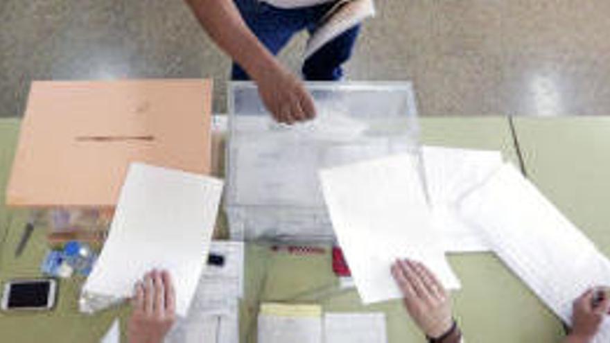 La eterna pregunta: ¿A quién beneficia el voto en blanco?