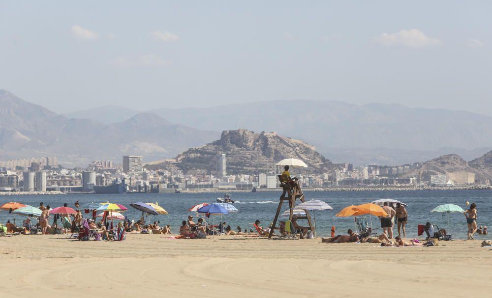 Urbanova, en Alicante, con bandera azul.