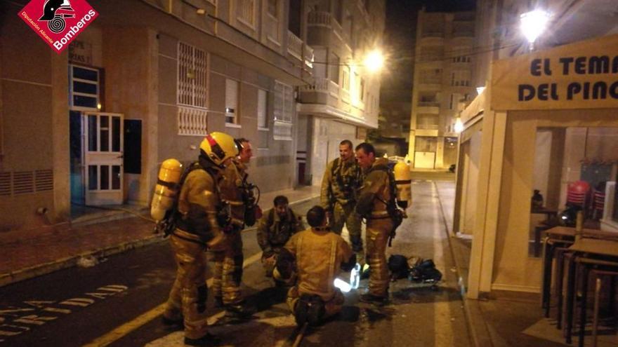 Noche de incendios en viviendas en Torrevieja con dos siniestros y cinco heridos leves por contusiones e inhalación de humo
