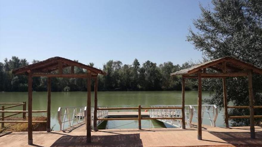 El Ayuntamiento construye un embarcadero junto al río