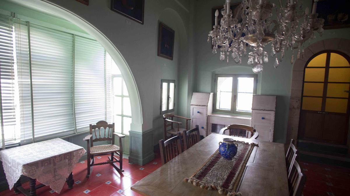 Casa Museo José Segrelles. Se encuentra en un estrecho callejón, que da a la plaza del Pintor Segrelles de Albaida.