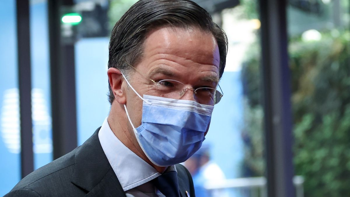 Rutte apologizes for