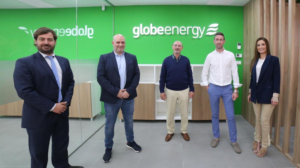 Parte de los profesionales de Globeenergy, en las nueva sede ubicada en la calle San Miguel, 10, de Onda.