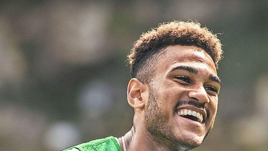 El Sporting acelera para incorporar a Mboula antes del inicio de la Liga