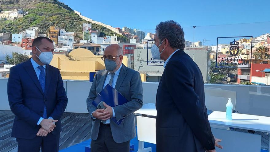 El Cabildo y el Colegio de Arquitectos colaboran para mejorar el puerto de Taliarte