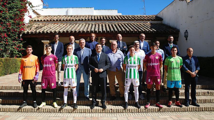El Atlético Cordobés presenta sus equipaciones en el Palacio de Viana