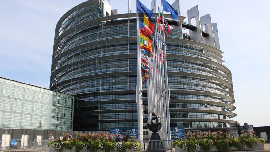 El Parlament Europeu alerta contra l'amenaça que suposen models de negoci com la Superlliga de futbol