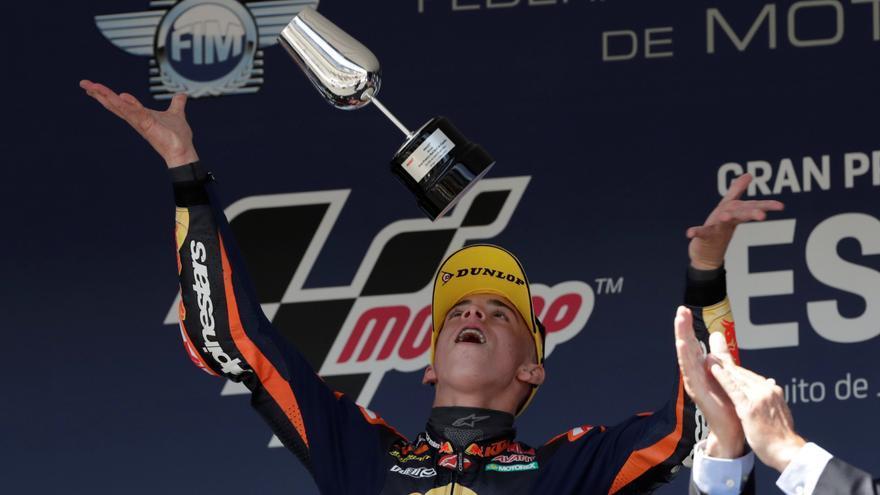 Acosta suma su tercera victoria en Moto3 en el GP de España
