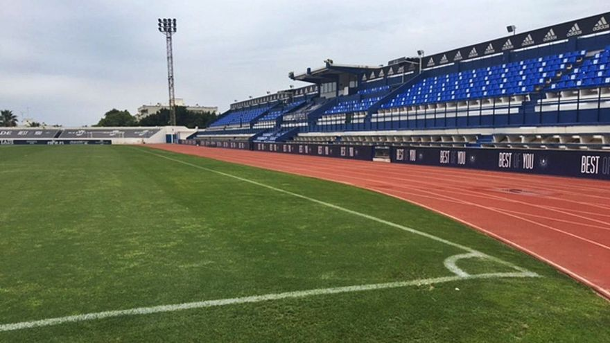 Cierran el Estadio Municipal de Marbella tras los desprendimientos en una grada