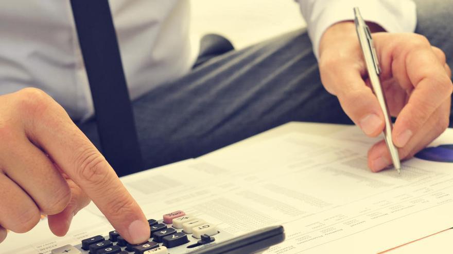 Las empresas afrontan la crisis con su deuda controlada