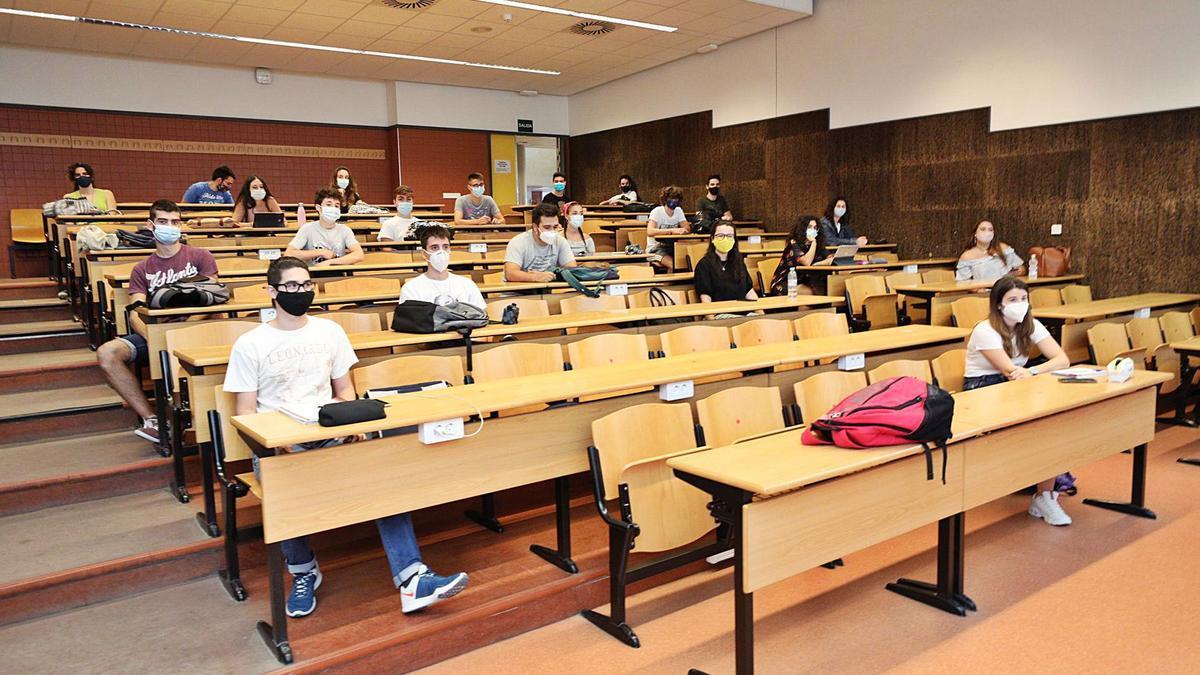 Estudiantes de la Universidad Miguel Hernández durante una clase correspondiente al presente curso académico 2020-21.