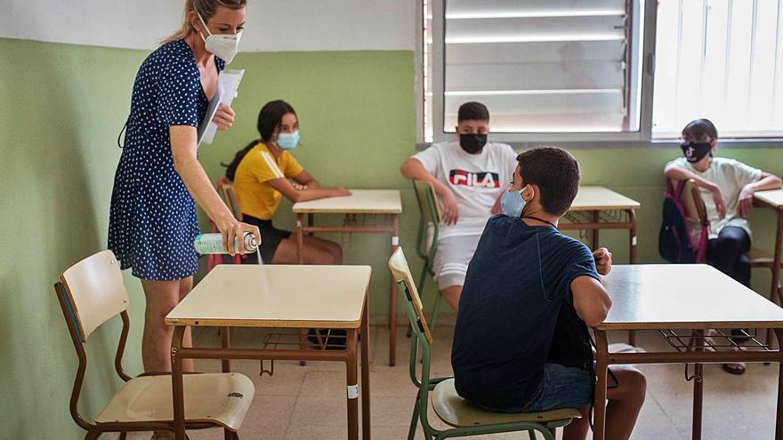 Celaá abre la puerta a la permanencia de los docentes de refuerzo por el Covid