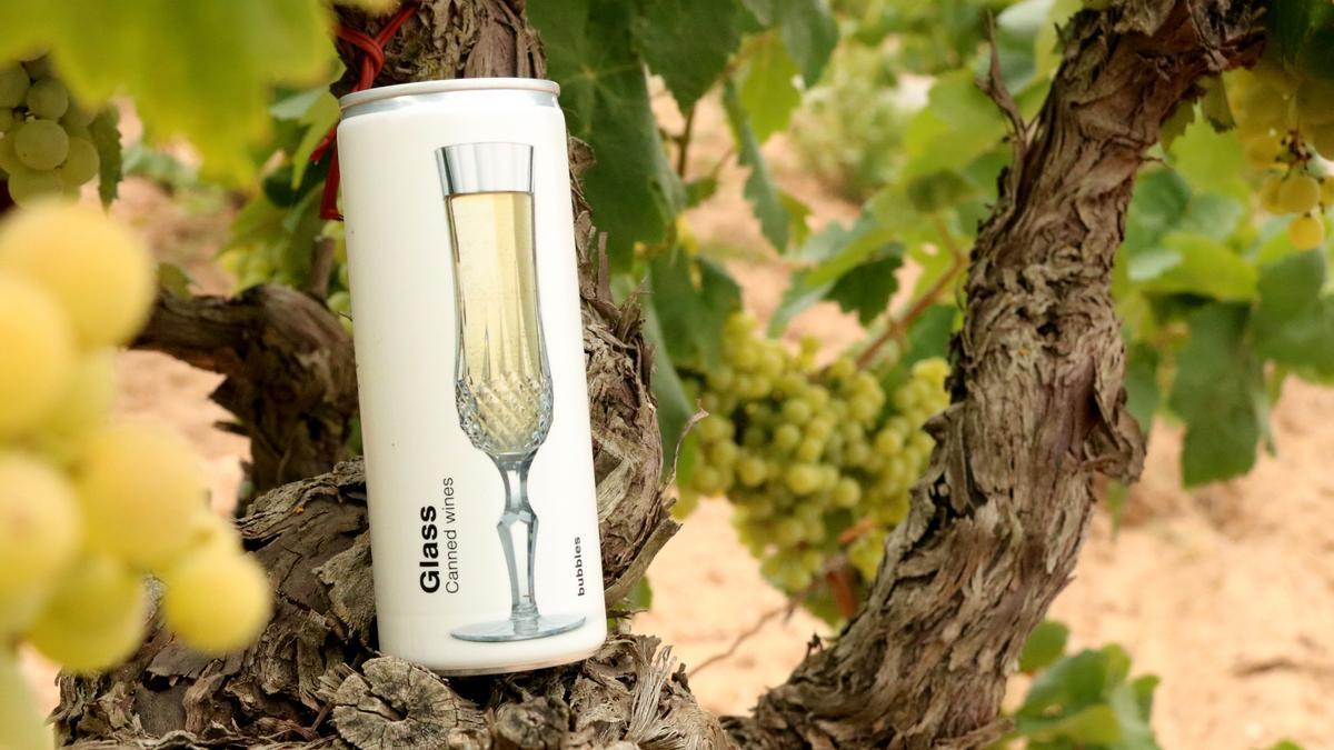 Detall d'una llauna de Glass Caned Wines, projecte pioner en distribució de vi enllaunat. Imatge publicada l'agost del 2021. (Horitzontal)