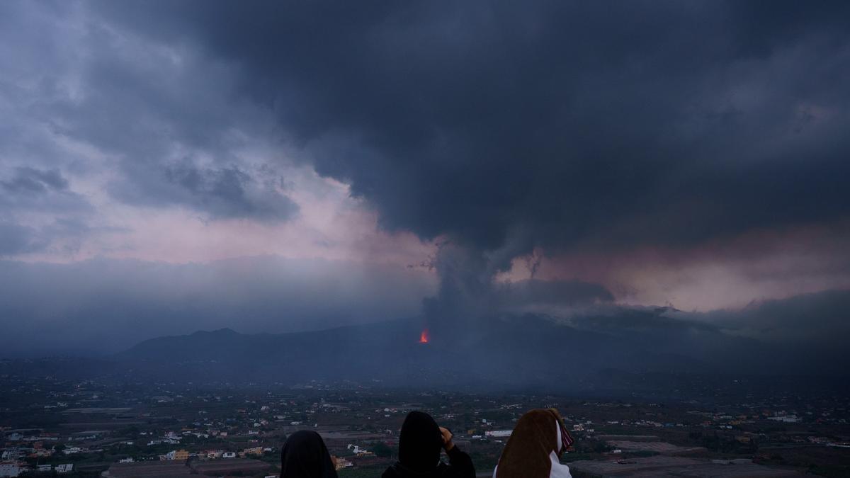 Se incrementa la actividad explosiva de las bocas del volcán de La Palma