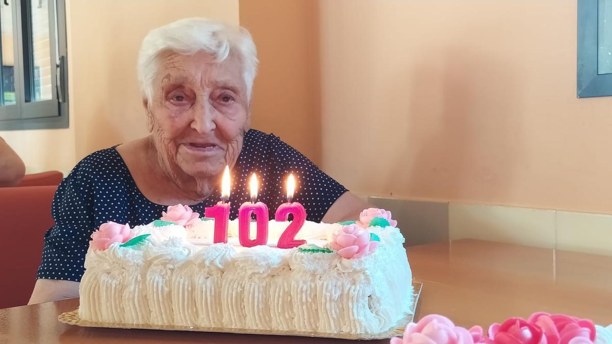La residencia de Villaharta ha celebrado el 102 cumpleaños de Eusebia Murillo.