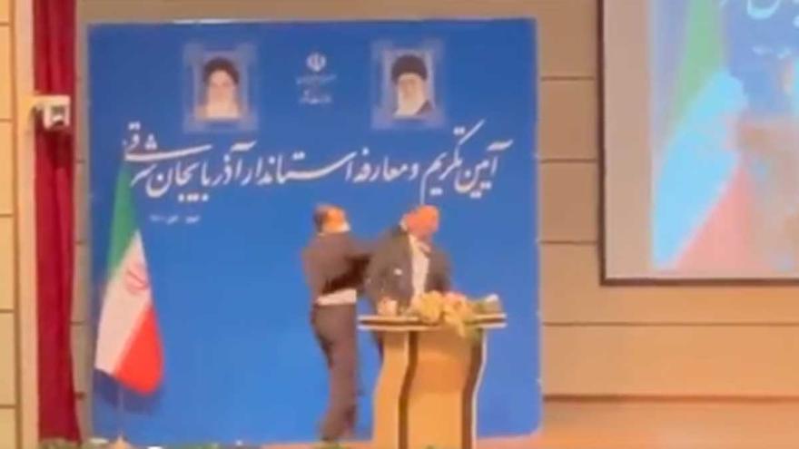 Abofetean a un gobernador iraní en su toma de posesión
