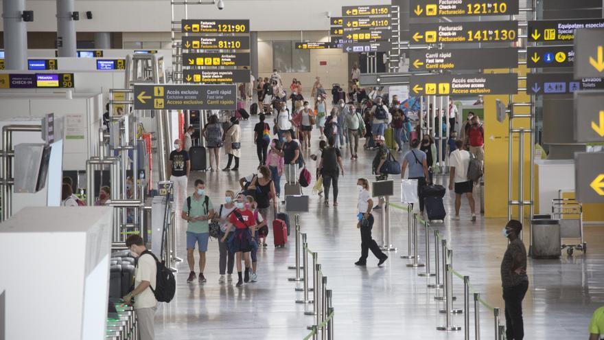 El aeropuerto de Alicante-Elche movió en julio casi los mismos pasajeros que entre enero y junio
