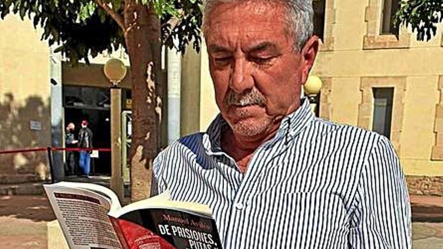 Manuel Avilés presenta su libro «De prisiones, putas y pistolas»