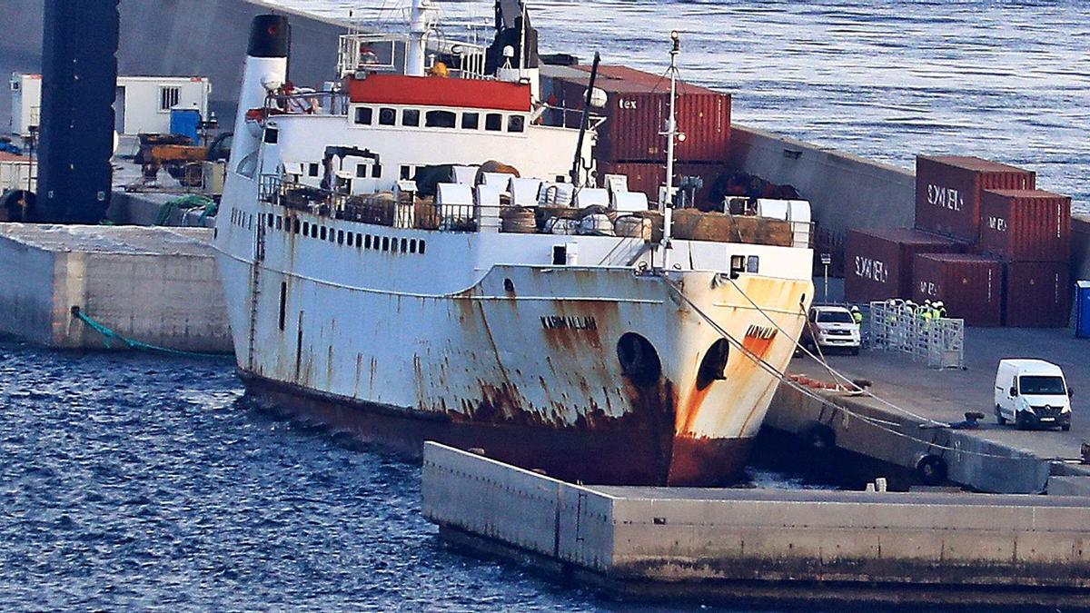 El buque Karim Allah atracado en el Puerto.