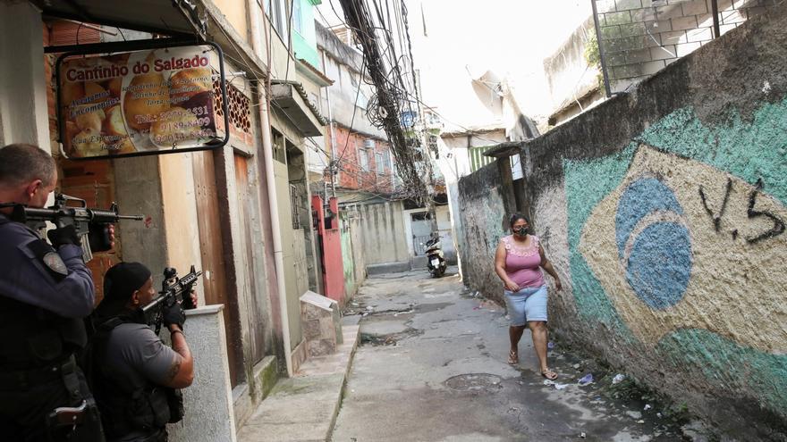 Al menos 25 muertos tras un tiroteo en una operación contra el narcotráfico en Río de Janeiro
