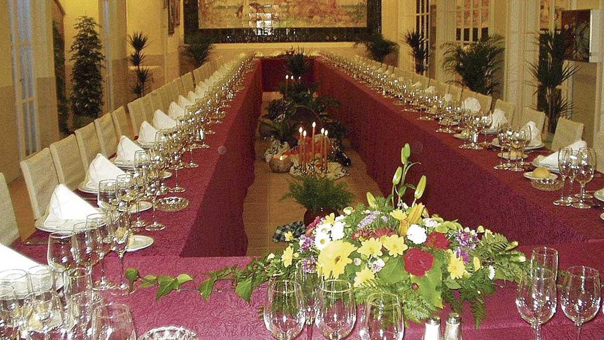 El hotel tuvo que regalarles el banquete a los novios tras el incidente del menú.