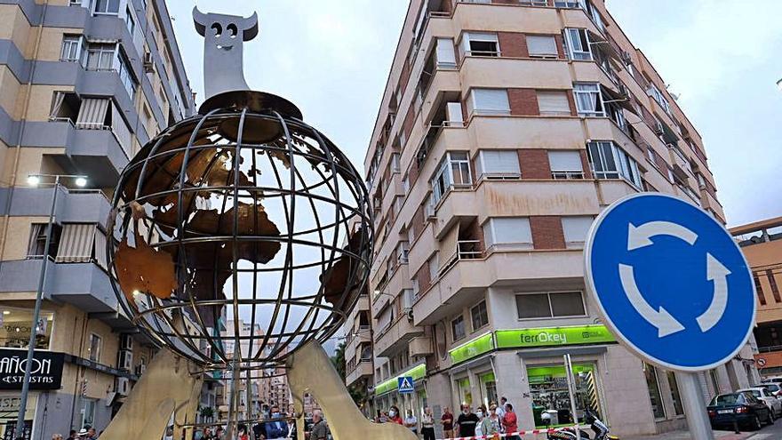 Una escultura para «Elda, París y Londres»
