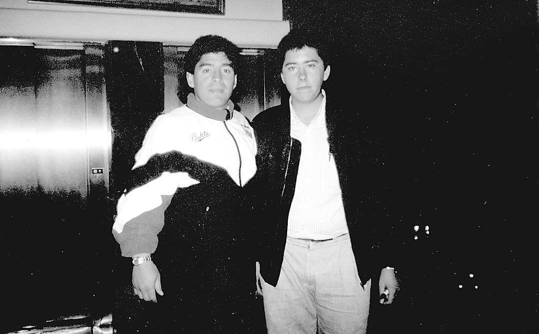 Ander Azkarate y Maradona en Oviedo.jpg