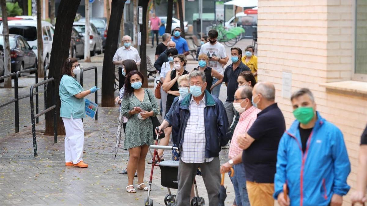 Los médicos de Castellón alertan del colapso en Urgencias y ambulatorios por el auge de contagios