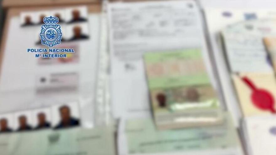 Cae una banda que ofrecía documentación falsa a migrantes irregulares