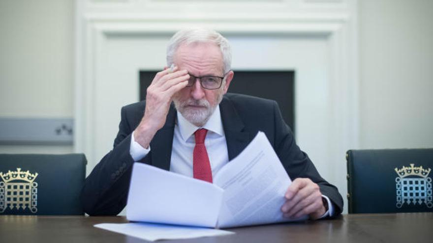 Corbyn pide ser primer ministro británico para evitar un Brexit duro