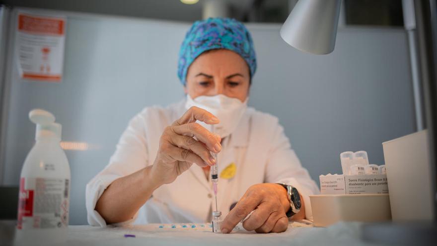 Las mujeres tienen más riesgo de contagiarse por COVID