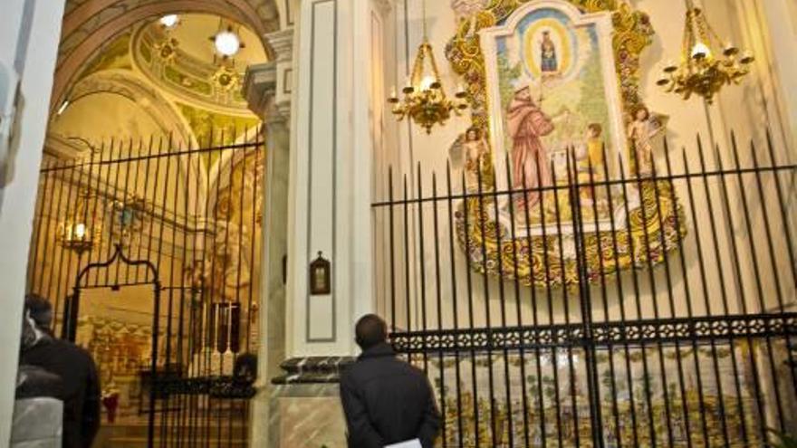 Consternación en Agres por el robo de una veintena de joyas en el convento