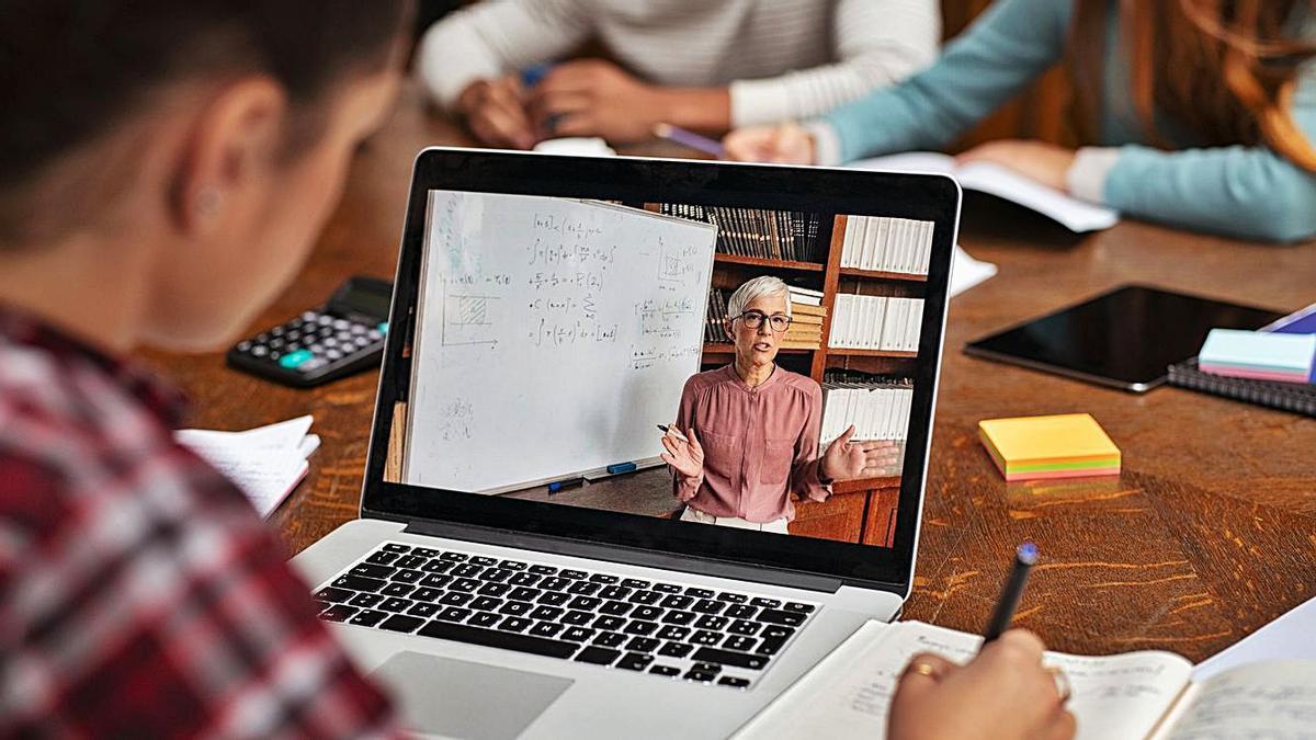 La educación online tiene desventajas sobre la presencial. |