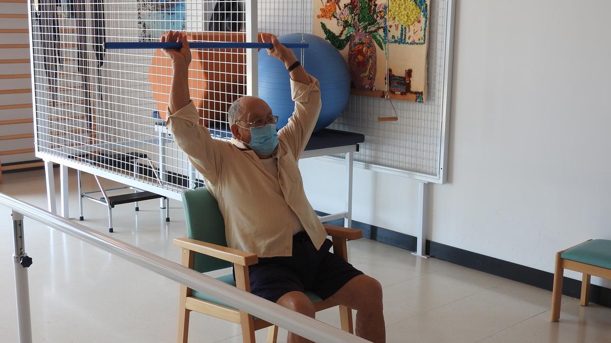 Un usuario hace ejercicio en el Centro de Día de Formentera.