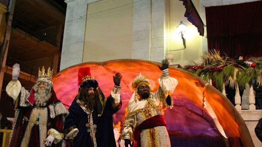 Cs critica el gasto de 18.200€ en los trajes de los Reyes Magos sin saber si habrá Cabalgata en Petrer