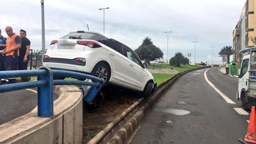 Aparatoso accidente en el aparcamiento del Mercado de Vegueta