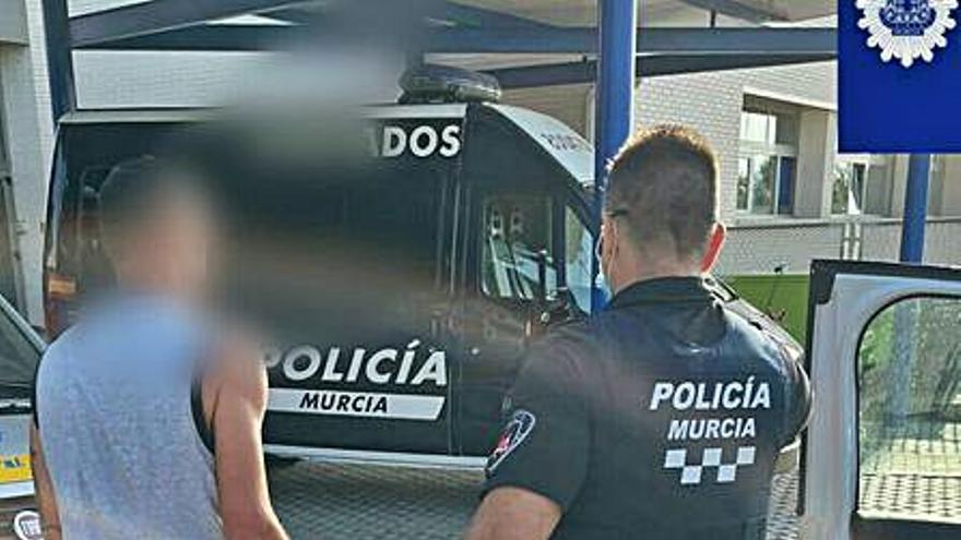 La Policía desmantela una fiesta ilegal con más de cien jóvenes en Cobatillas