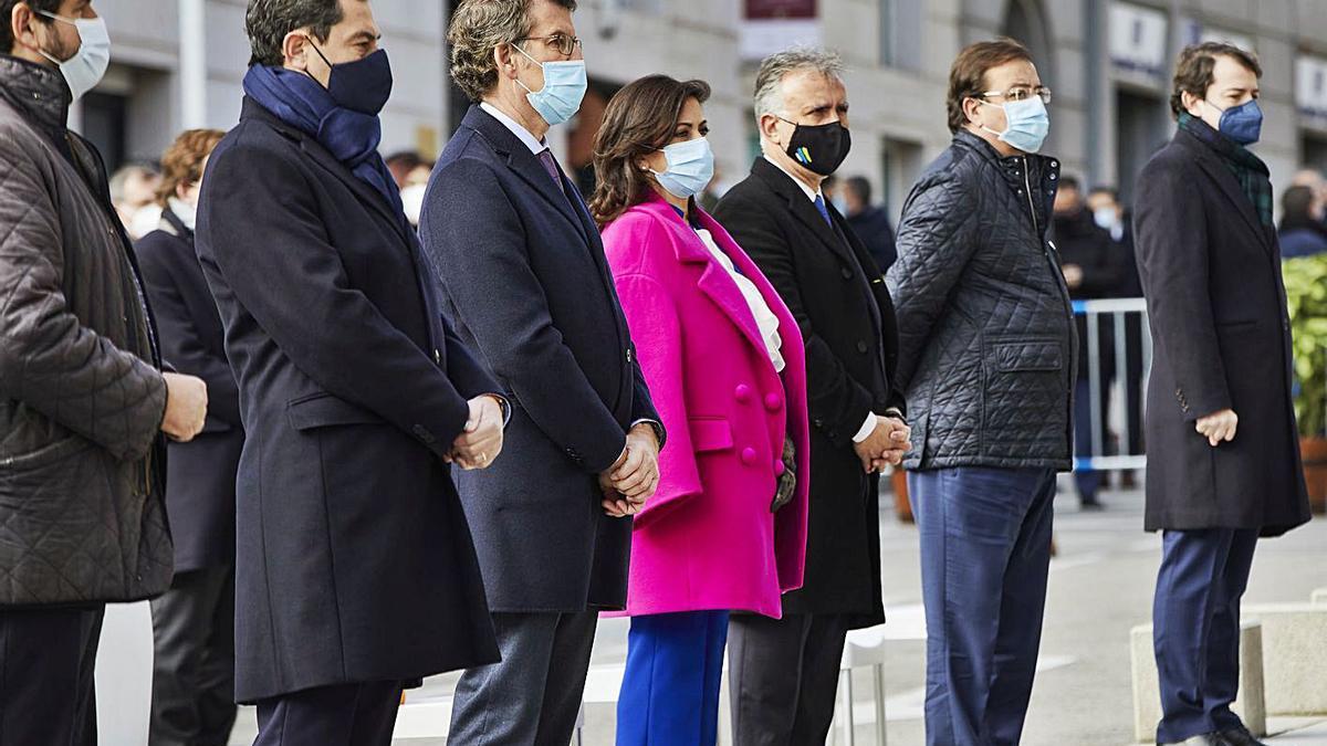 El presidente Ángel Víctor Torres, junto a otros representantes autonómicos, ayer en Madrid.