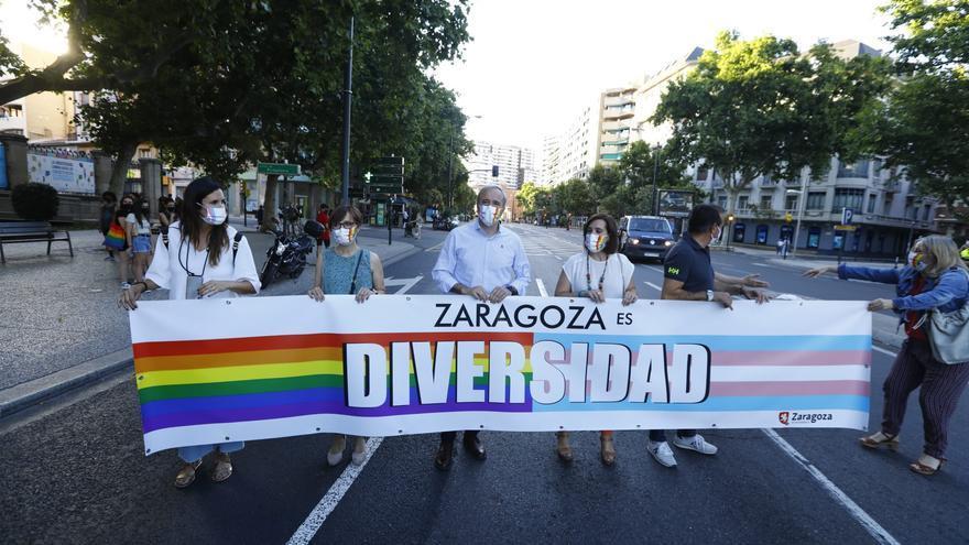 El alcalde de Zaragoza, Jorge Azcón, participa en la manifestación del Orgullo