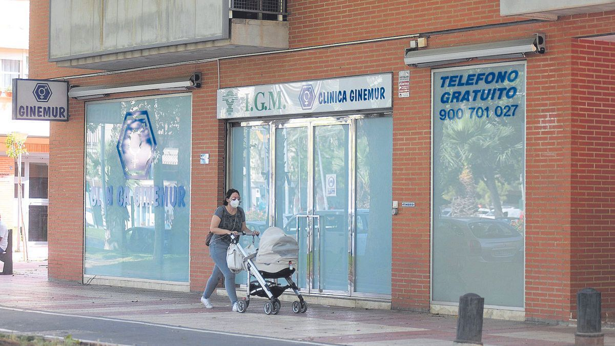 Clínica Ginemur en la avenida Juan de Borbón (Murcia)