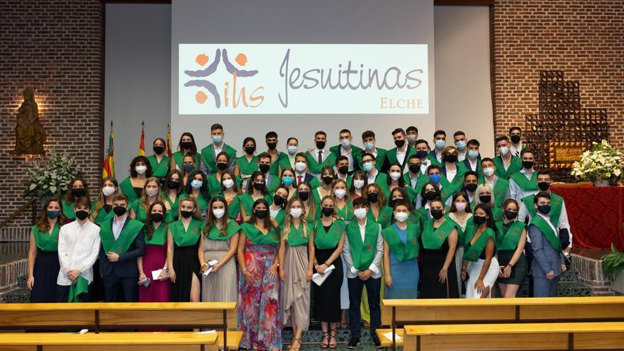 Un año de espera por el covid para la graduación en Jesuitinas de Elche