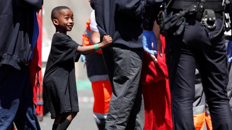 Canarias dice que es Fiscalía quien ingresa a menores en centros emergencia