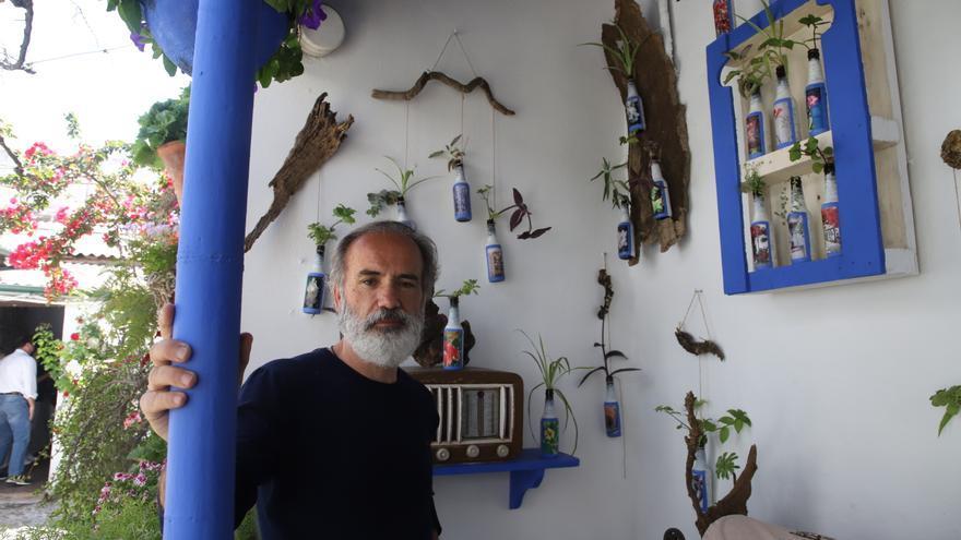 El patio de Marroquíes 6 se transforma en galería de arte para el centenario