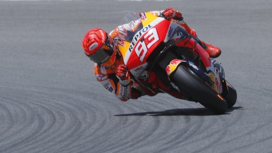 Márquez pateix una altra caiguda espectacular a Jerez