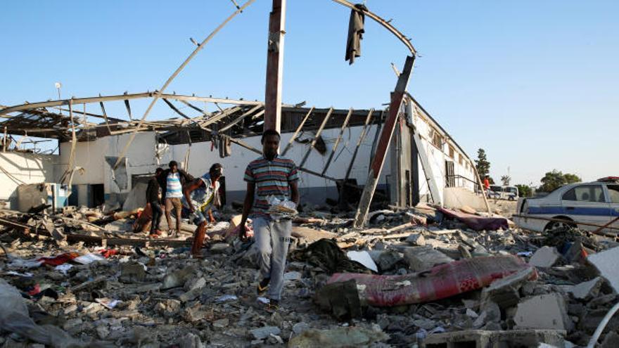 Al menos 40 muertos en un bombardeo a un centro de inmigrantes en Trípoli