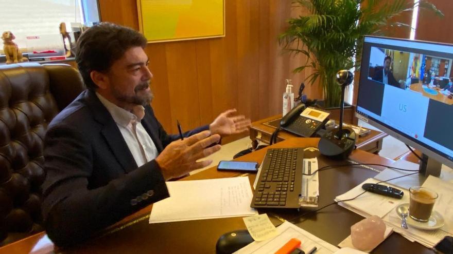 Barcala critica a Sanidad por no facilitar información puntual a los ayuntamientos sobre los casos de covid