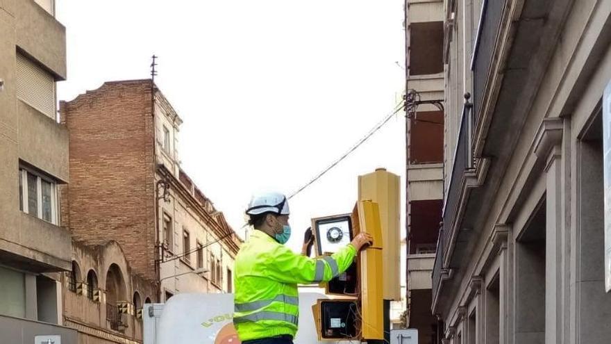 Girona instal·la més semàfors acústics per a invidents i ja n'hi ha en 131 passos de vianants